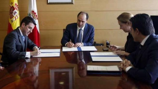 Convenio Gobierno de Cantabria-CaixaBank