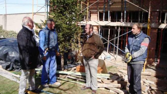 El alcalde y el concejal han visitado las obras en el cementerio