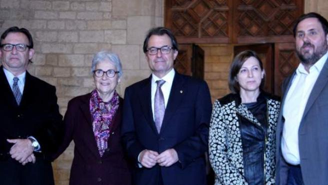 El Presidente de la Generalitat, Artur Mas, con Oriol Junqueras, Muriel Casals, Carme Forcadell y Josep Maria Vila d'Abadal.