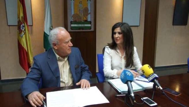 Diego Valero y Yolanda Caballero presentan la campaña de recogida de alimentos.