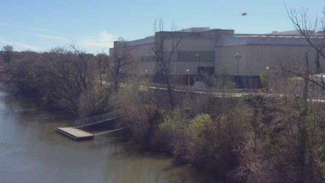El río a su paso por el polideportivo Pisuerga