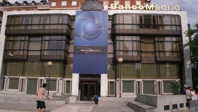 Fotografía de 2003 del edificio del banco de Madrid en la plaza de Colón.