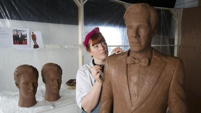 Benedict Cumberbatch convertido en estatua de chocolate