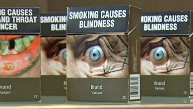 """Imagende las cajetillas únicas y """"neutras"""" de tabaco en Australia."""
