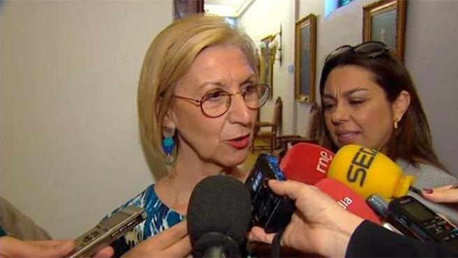 La líder de UPyD, Rosa Díez, en los pasillos del Congreso.