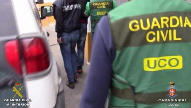 Los Carabinieri y la Guardia Civil han colaborado para detener a Carlo Leone, miembro del clan Elia de la Camorra.