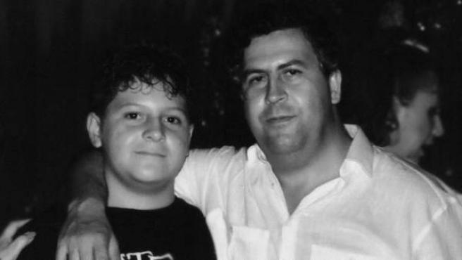 Pablo Escobar y su hijo.