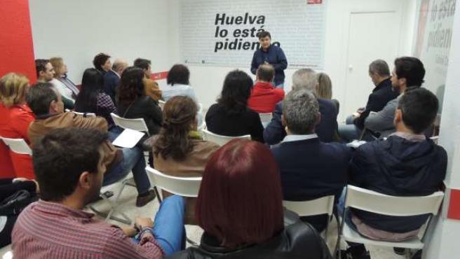 Reunión del candidato del PSOE a la Alcaldía de Huelva, Gabriel Cruz