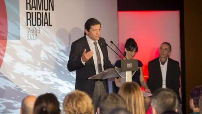 Javier Fernández recibe el premio Ramón Rubial