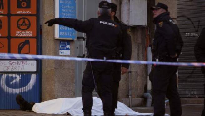 El dueño de un taller de la avenida Ramón Nieto de Vigo ha muerto esta tarde tras ser tiroteado por un hombre que luego se quitó la vida con un disparo en la cabeza.