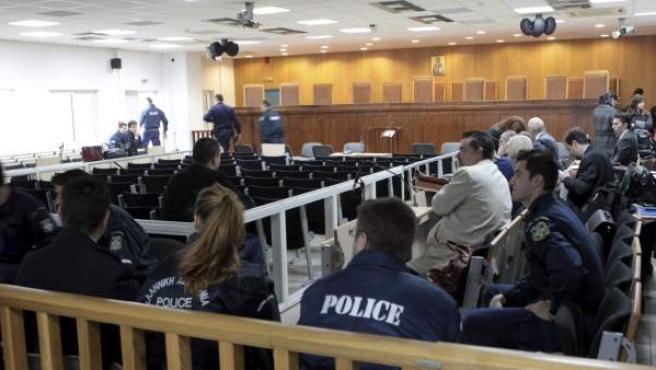 Vista general de la sala en la prisión de Korydallos en la que se juzga a miembros del partido neonazi griego Amanecer Dorado en Atenas.