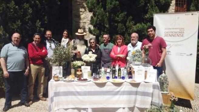Participantes en la degustación de productos jiennenses.