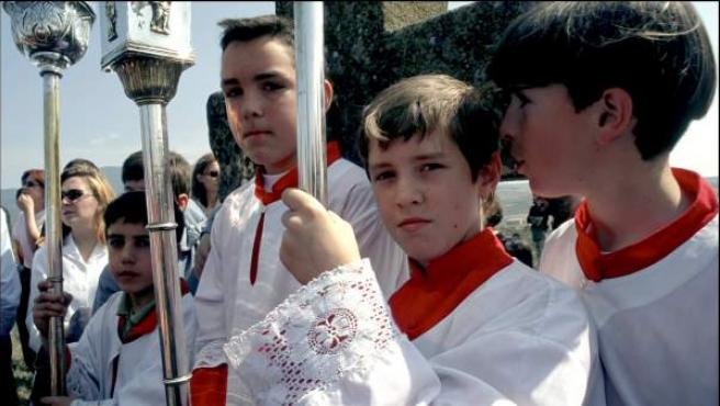 Varios monaguillos en una fiesta de Semana Santa.