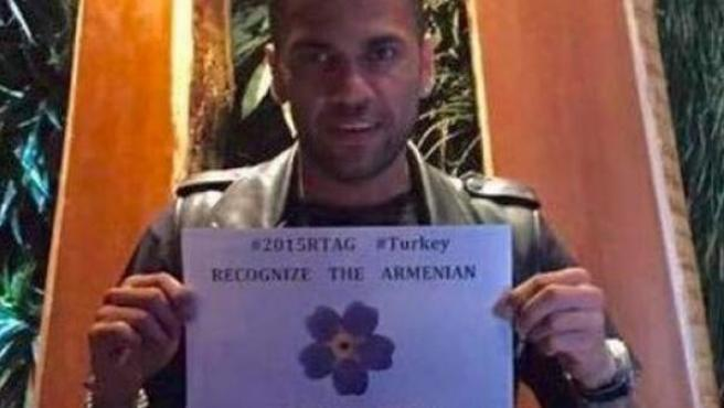El brasileño del Barça Dani Alves, en apoyo a los armenios.