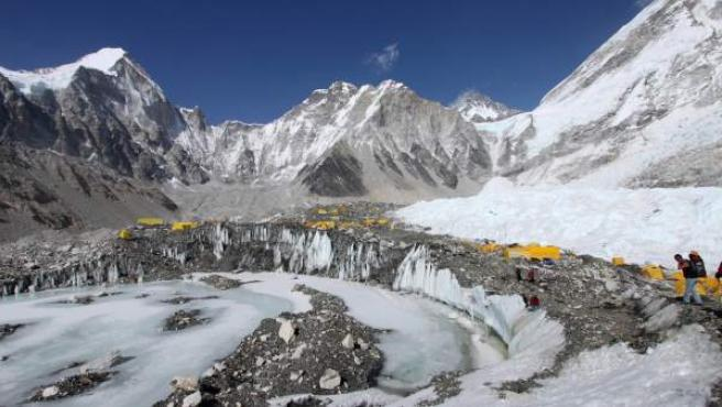 Imagen de uno de los campamentos base en el Everest, cerca del cual se han producido fuertes avalanchas que han costado la vida a varios montañeros.