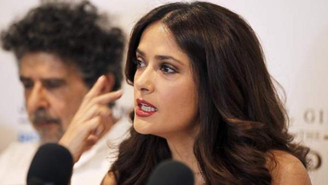 """La actriz mexicana Salma Hayek ofrece una rueda de prensa, este lunes, durante la promoción de la película de animación """"El Profeta"""", en Beirut, Líbano."""