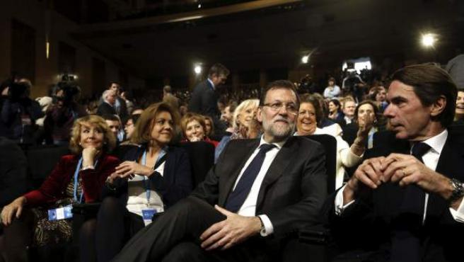 Aguirre (i); Cospedal (2i), Rajoy (2d), y Aznar (d), durante la convención nacional del Partido Popular en el Palacio Municipal de Congresos de Madrid.