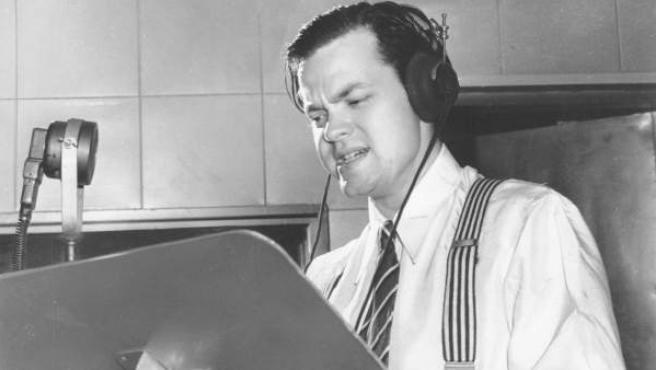 Orson Welles, en un estudio de radio en Nueva York en 1938.
