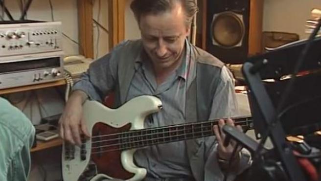 El bajista sueco Rutger Gunnarsson, en una captura de YouTube.
