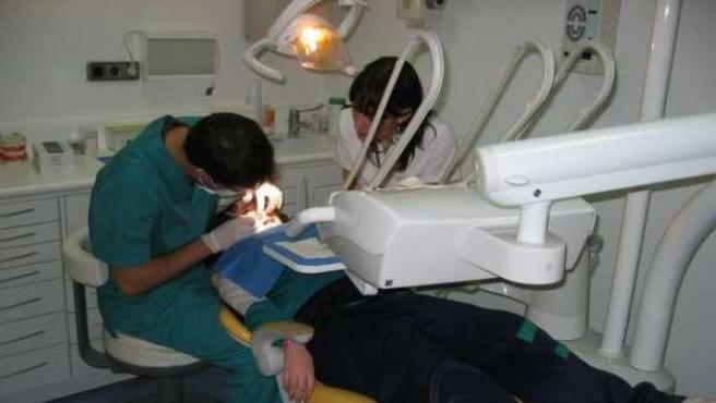 Imagen de archivo de un dentista.