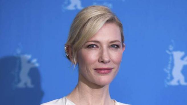 La actriz australiana Cate Blanchett, posa a su llegada a la presentación de la película Cinderella, en el ámbito de la 65 edición del Festival Internacional de Cine de Berlín.