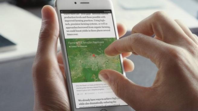 Un usuario utiliza Instant Articles, donde se pueden seguir noticias de los medios más importantes directamente cargadas en la red social.