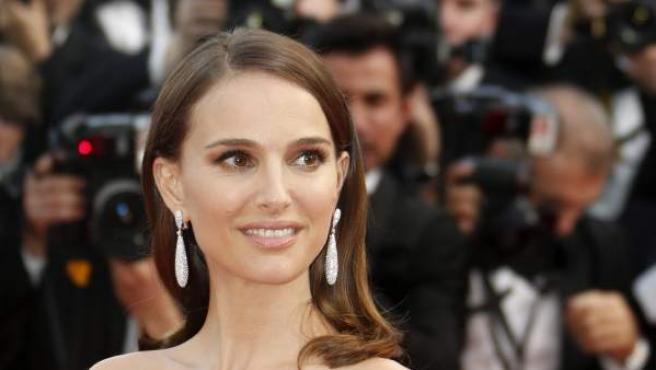 La actriz estadounidense posa a su llegada a la presentación de la película francesa La Tête Haute.