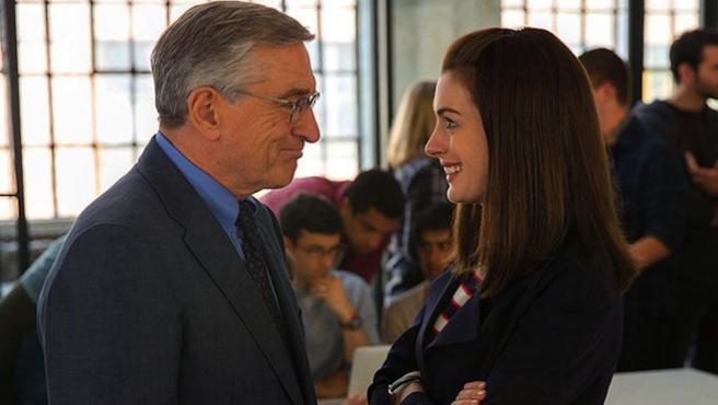Tráiler de 'The Intern', con Robert De Niro y Anne Hathaway