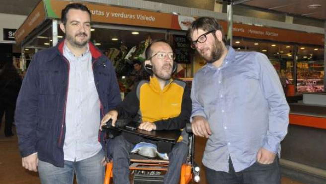Pablo Echenique con Iván Andrés (izda.) y Miguel Urbán (dcha.) en Valdespartera.