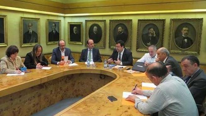Reunión entre Ciudadanos y la Cámara de Comercio de Oviedo.
