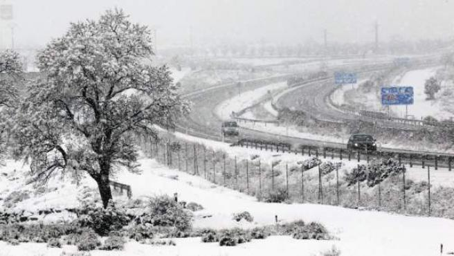 Imagen de un paisaje cubierto de nieve.