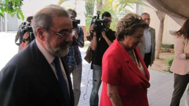 Barberá a su llegada a la Feria junto a José Vicente González