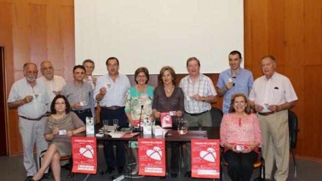 Juan Carlos Robles con pacientes trasplantados e integrantes de 'La tribu educa'