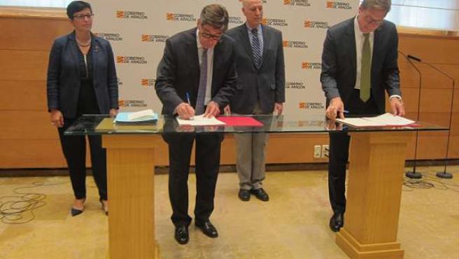 Firma del convenio entre ZLC y P&G.