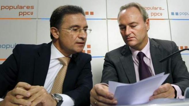Alberto Fabra y Serafín Castellano (izq) durante una reunión del PP valenciano.