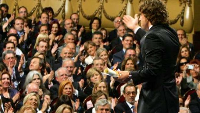 fernando alonso premio principe asturias saluda espaldas