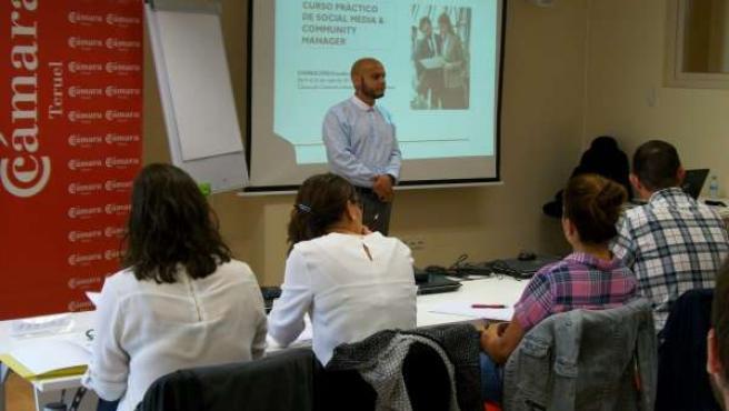 Franklin Pirela con algunos de los alumnos del curso.