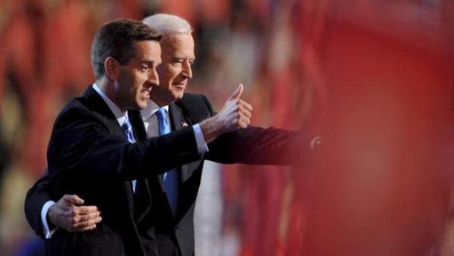 El vicepresidente de Estados Unidos, Joe Biden, junto a su hijo Beau.