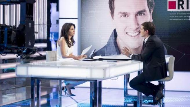 El presidente de Ciudadanos, Albert Rivera, entrevistado por Ana Pastor en el programa 'El Objetivo'.