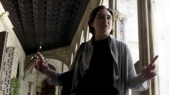 La líder de BComú y próxima alcaldesa de Barcelona, Ada Colau, en la Galería Gótica del consistorio de la capital catalana.