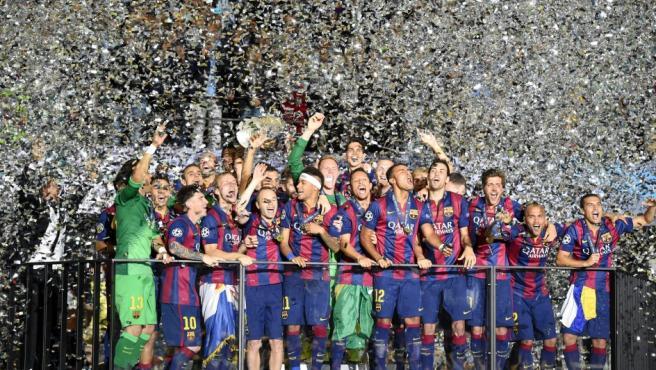 Los jugadores del Fútbol Club Barcelona celebran su victoria en la Champions 2014-15 tras ganar en la final a la Juventus de Turín.