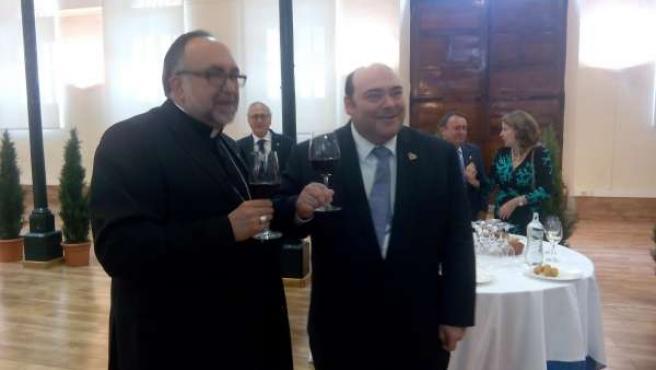 El arzobispo de Oviedo y Agustín Iglesias Caunedo.