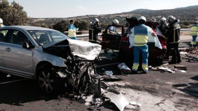 Estado en el que han quedado dos turismo tras un accidente en la carretera M-607 a la altura de Manzanares el Real (Madrid).