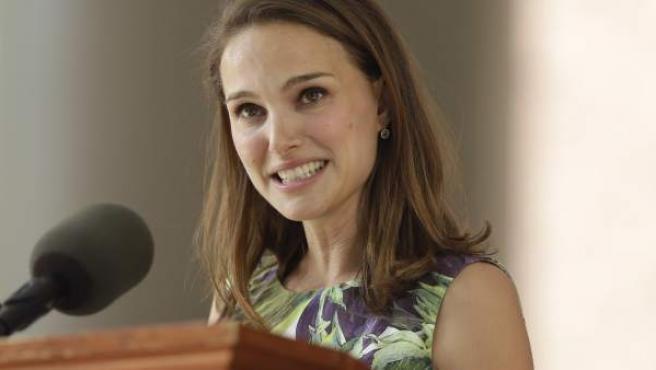 La actriz Natalie Portman durante su discurso en la Universidad de Harvard.
