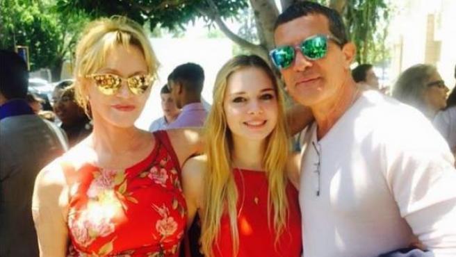 Melanie Griffith y Antonio Banderas se reencuentran en la graduación de su hija tras el divorcio.