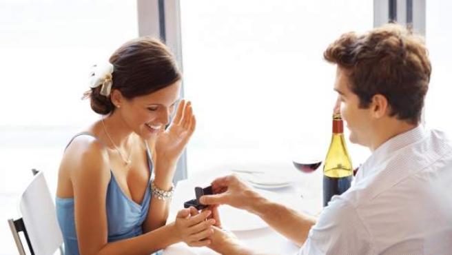 Imagen de una proposición de matrimonio.