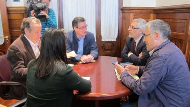 Reunión entre IU y Ciudadanos en la Junta General