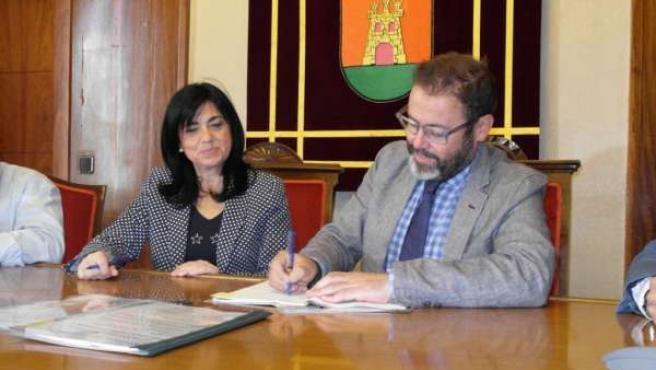 Firma de la cesión de la travesía al Ayuntamiento de Torredelcampo