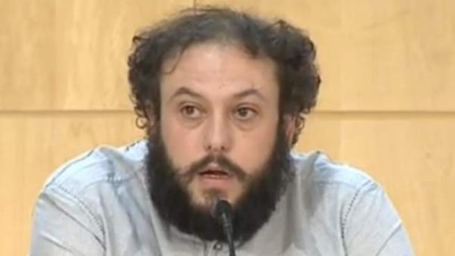 Guillermo Zapata durante la rueda de prensa en la que explica las razones de su dimisión como concejal de Cultura de Madrid.
