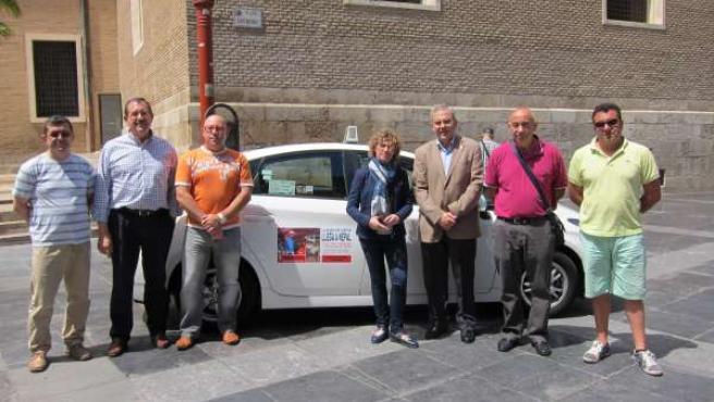 Unos 50 taxistas se suman a la campaña de ayuda a Nepal de Cáritas Diocesana